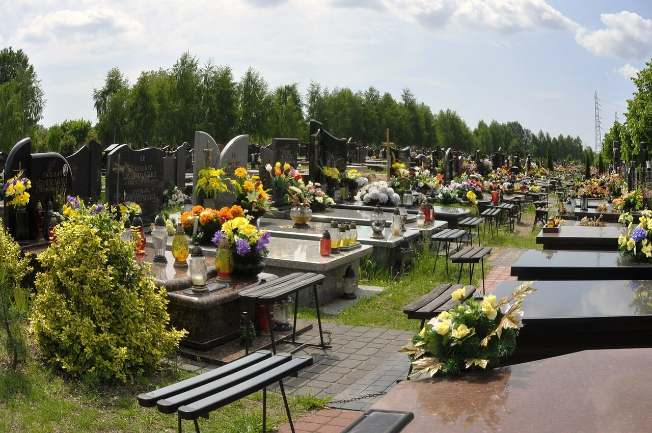 Kremacja zwłok czy normalny pochówek?
